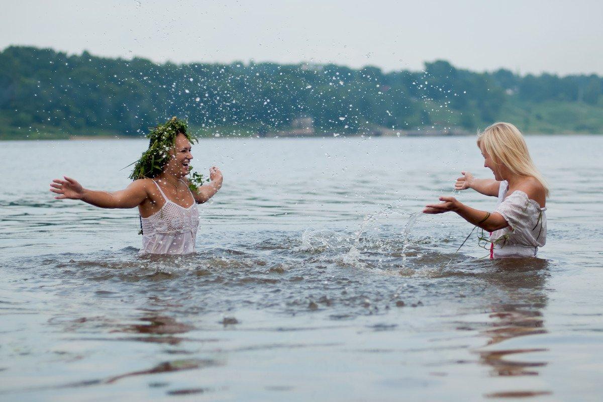 ткань используют подружки купаются в речке фото зависимости желаемого